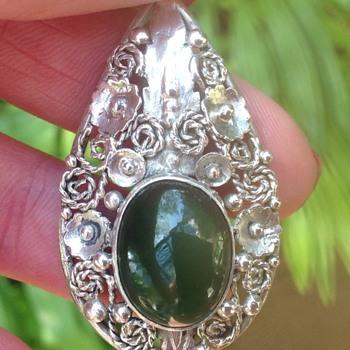 Art Nouveau Silver and Chrysopase pendant - Art Nouveau