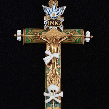 Early 17th Century Gold and Enamel Crucifix - Fine Jewelry