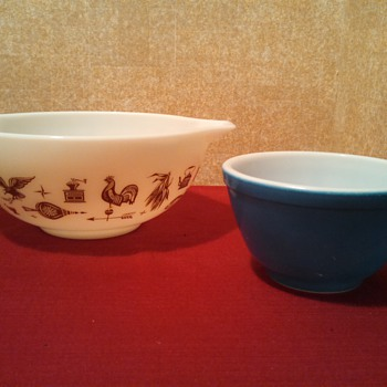 Early American and a 401 primary blue Pyrex bowl - Kitchen