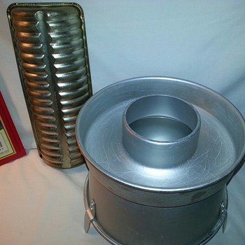 Aluminum Cake Pans and Queen Anne Glasbake Mold - Kitchen