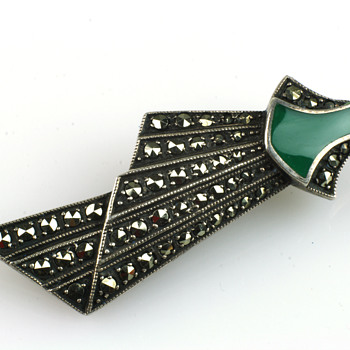 Stunning art deco brooch