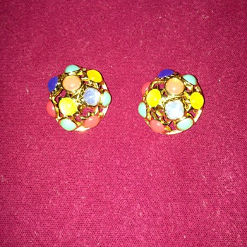 Vintage Crown Trifari clip on earrings - Costume Jewelry
