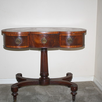 GREAT GRANDMOTHERS KIDNEY SHAPED TABLE - Furniture
