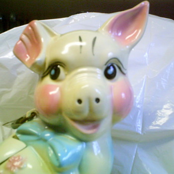 Hull piggy bank 1950? - Art Pottery