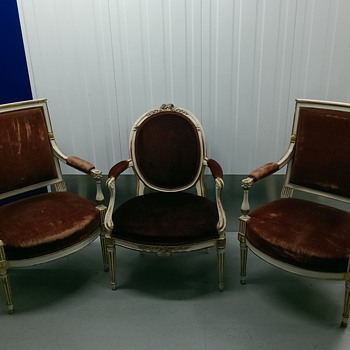 Red velvet chairs - can you tell me anything about them? - Furniture