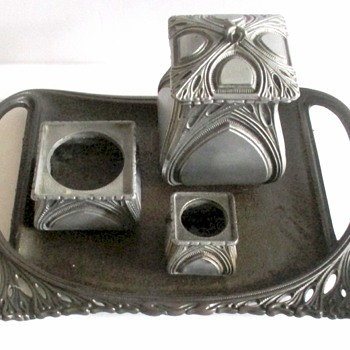 ART NOUVEAU TOBACCO SET WITH TWO TRAYS - Tobacciana