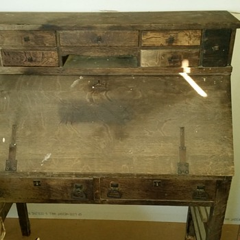 Love this writing desk.
