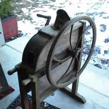 1900's one hole corn sheller in working condition
