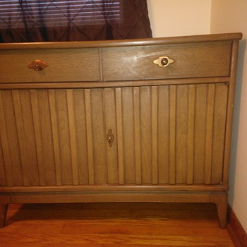 Help me identify this (apparently rare) vintage Broyhill piece!! - Furniture
