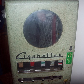 Old 35 cent cigarette machine - Coin Operated