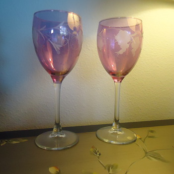 A PAIR OF WINE COLORED WINE GLASSES