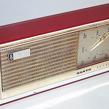 1960 Sanyo Model 8C Transistor Radio