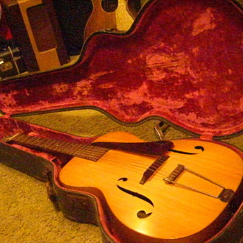 1934 Martin R-15 Archtop in it&#039;s original case. Production number 58652, the first of only two made. - Guitars