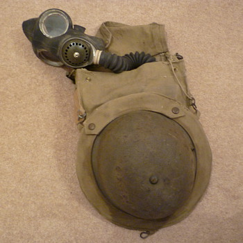 Complete British WW11 gas mask/carrier/helmet set - Military and Wartime