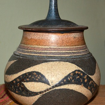 Really beautiful covered jar from the flea market - unsigned - Art Pottery