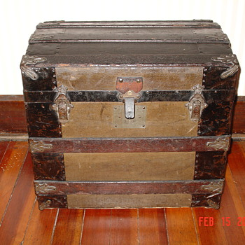 Victorian Era...1800&#039;s  Ladies Half Trunk  - Furniture