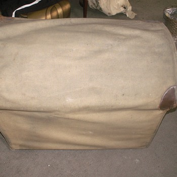 wicker car chest with canvas cover/Louis Vuitton
