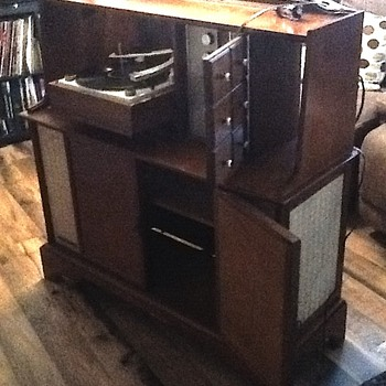 General Electric Stereo TV console - Electronics