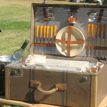 Gatsby Summer Afternoon — picnic suitcase - Art Deco