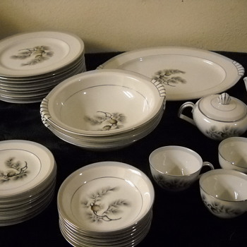 50 piece Silver Pine by Narumi set of china - China and Dinnerware