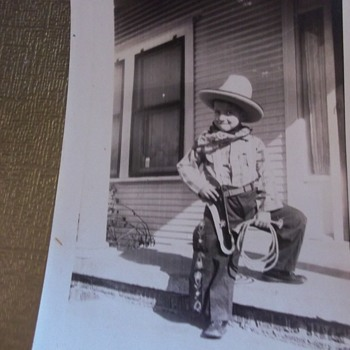 "OH! SO CUTE LIL' ""COWBOY"" KID FIXIN' TO DRAW OR ROPE YA!  FROM THE HAT, MAYBE 20s, 30s?"