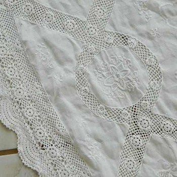 Gorgeous Vintage Tablecloth