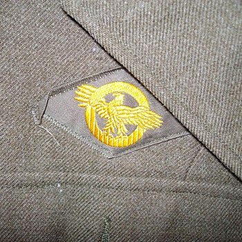 Closeups of Dads Uniform Patches What Are They? - Military and Wartime