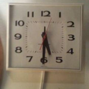 Vintage 1950's 1960's General Electric wall clock.