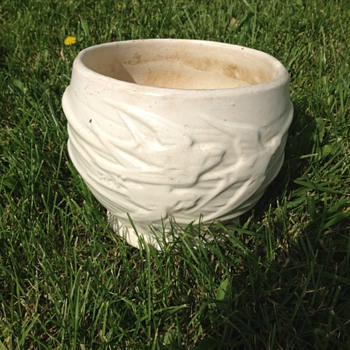 McCoy matte white swallows jardiniere - Art Pottery