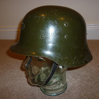 Spanish WW11 steel helmet - Military and Wartime