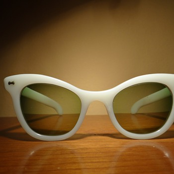 1960S SUNGLASSES PRESCRIPTION GREEN LENSES