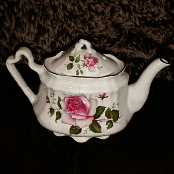 Tea kettle  - China and Dinnerware