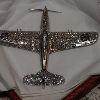 BELL AIRCRAFT P-39 AIRACOBRA FIGHTER AIRPLANE PLATINUM AND DIAMOND BROOCH OR DESK MODEL