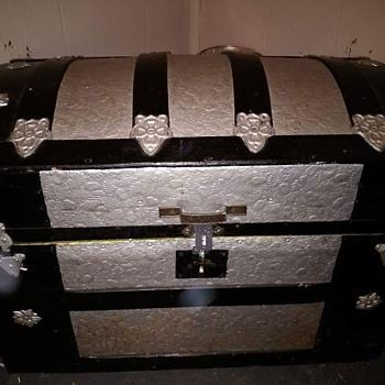 Barrel top trunk made around 1888-1908
