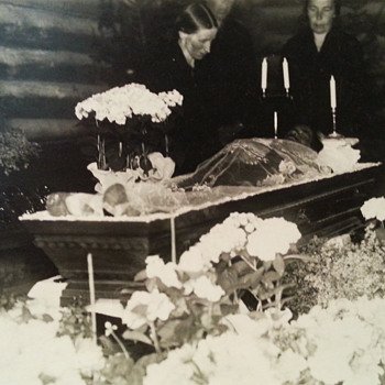 Funeral wake picture - Photographs