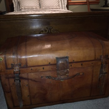 The trunk I couldn't  pass up! - Furniture
