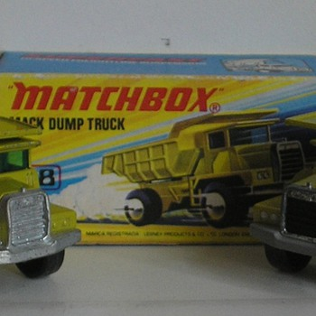 Matchbox 28 Mack dumptruck  - Model Cars