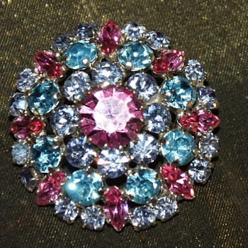Unmarked Costume Pin - Costume Jewelry