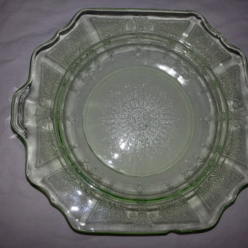 HOCKING PRINCESS PLATE IN GREEN - Glassware