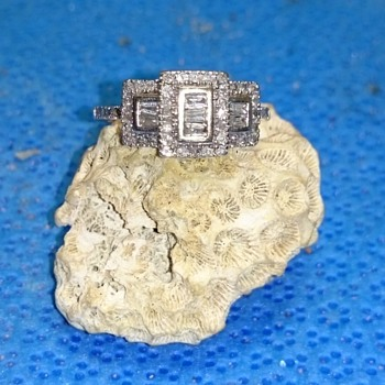 Art Deco Style Diamond Ring 57 stones, 10k, 3.1 grams