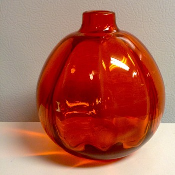 1927  Orange Juliana Vase by CJ Lanooy for Leerdam - Art Glass