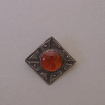 Arts and Craft vintage (1940's) Pewter and Amber Glass Pin