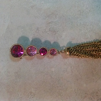 SARAH COVENTRY PINK TASSEL BROOCH - Costume Jewelry