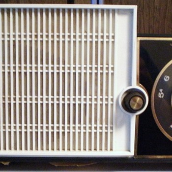 1963 Sears Silvertone Model 3004 Tube Radio - Radios