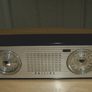 1957 Transistor Clock Radio