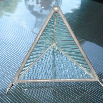 TRIANGLE GLASS WITH COUPLE OF HANDELS - Art Glass