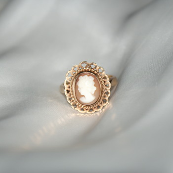9K (375) Gold Vintage Cameo Ring - Fine Jewelry