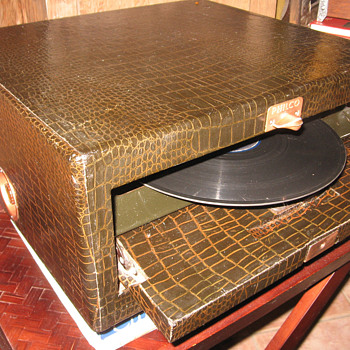 1948 Philco 48-1200 Phonograph - Records