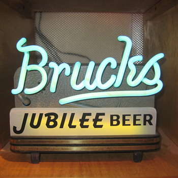 Brucks Back Bar Neon - Breweriana