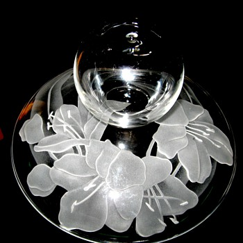 wheel cut? day lily or iris glass lid with applied mouth blown ball handle